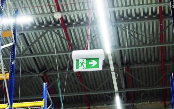 Urządzenia przeciwpożarowe a ewakuacja w obiektach przemysłowych