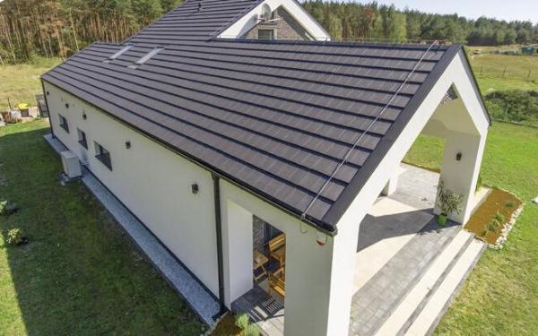 Dachówki wielkoformatowe: najlepsze na proste, duże dachy o jednej lub dwóch połaciach