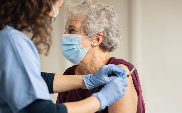 Wygasło Twoje skierowanie na szczepienie przeciw COVID-19? Sprawdź, co zrobić!